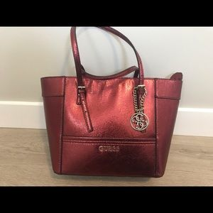 Like new beautiful guess handbag tote